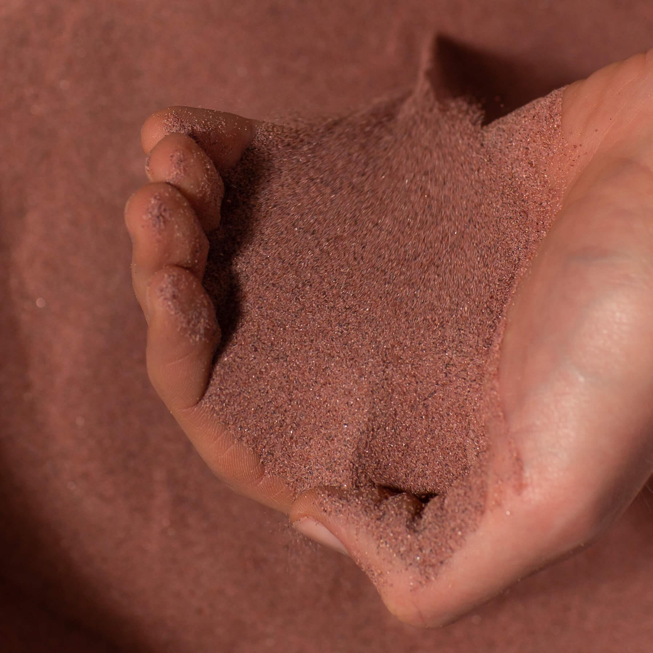 Granatsand Seelmann Hand mit Sand